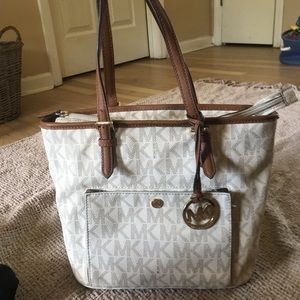 Michael kors shoulder purse